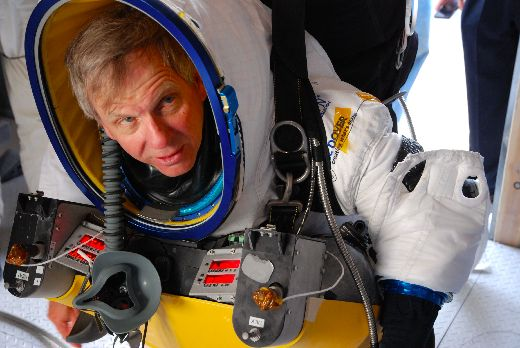 Google Vice President Alan Eustace Beats Felix Baumgartner's Skydiving Record
