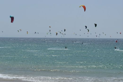 Video Of The Week - Kitesurfers Establish New Guinness World Record In Spain