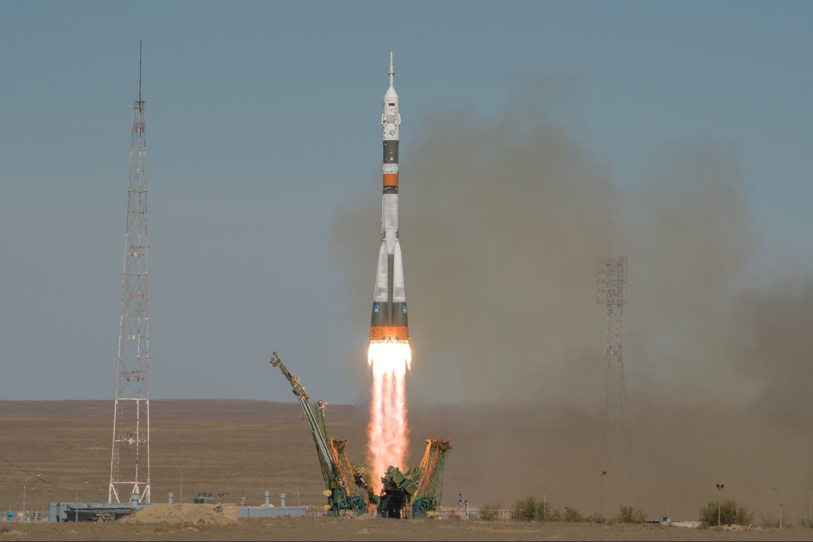 Rocket Malfunction Forces Astronauts To Make An Emergency Landing
