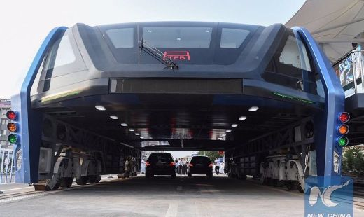 Video Of The Week — Futuristic Elevated Bus Begins Test Runs In China