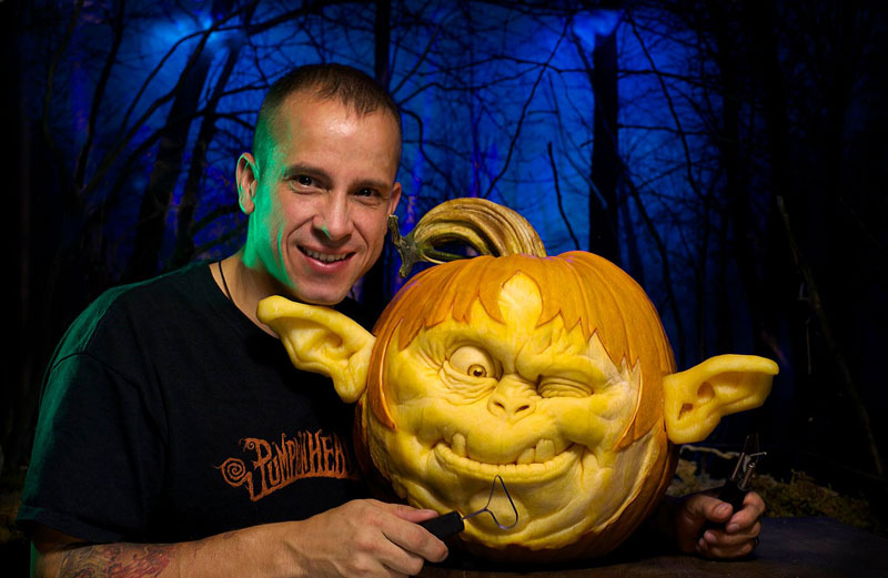 Pumpkin Carving Maestro Ray Villafane Creates Yet Another - Mind blowing pumpkin carvings by ray villafane 2