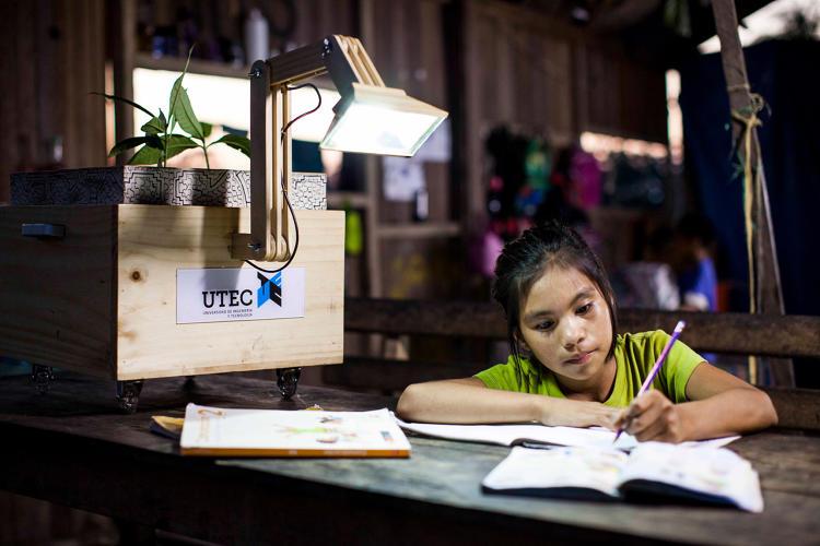 external image 3054031-slide-s-3-plant-powered-lamps-light-up-a-peruvian.jpg