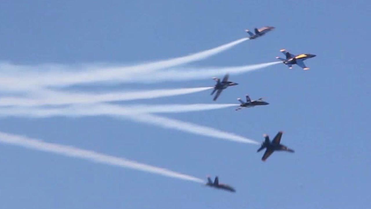 本周视频-美国海军蓝天使翱翔在旧金山的天空