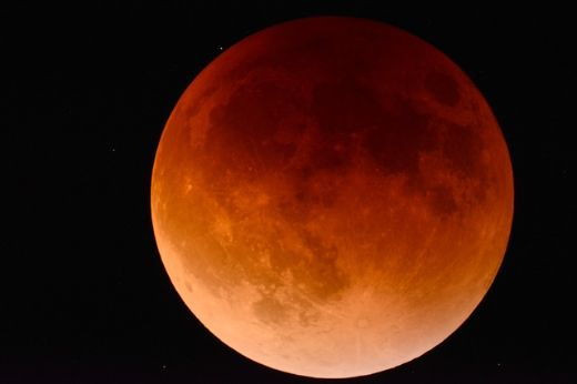 "Stargazers Eagerly Await ""Super Blue Blood Moon"" On January 31"