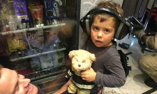 Australian Toddler Has A Memorable First Encounter With A Vending Machine