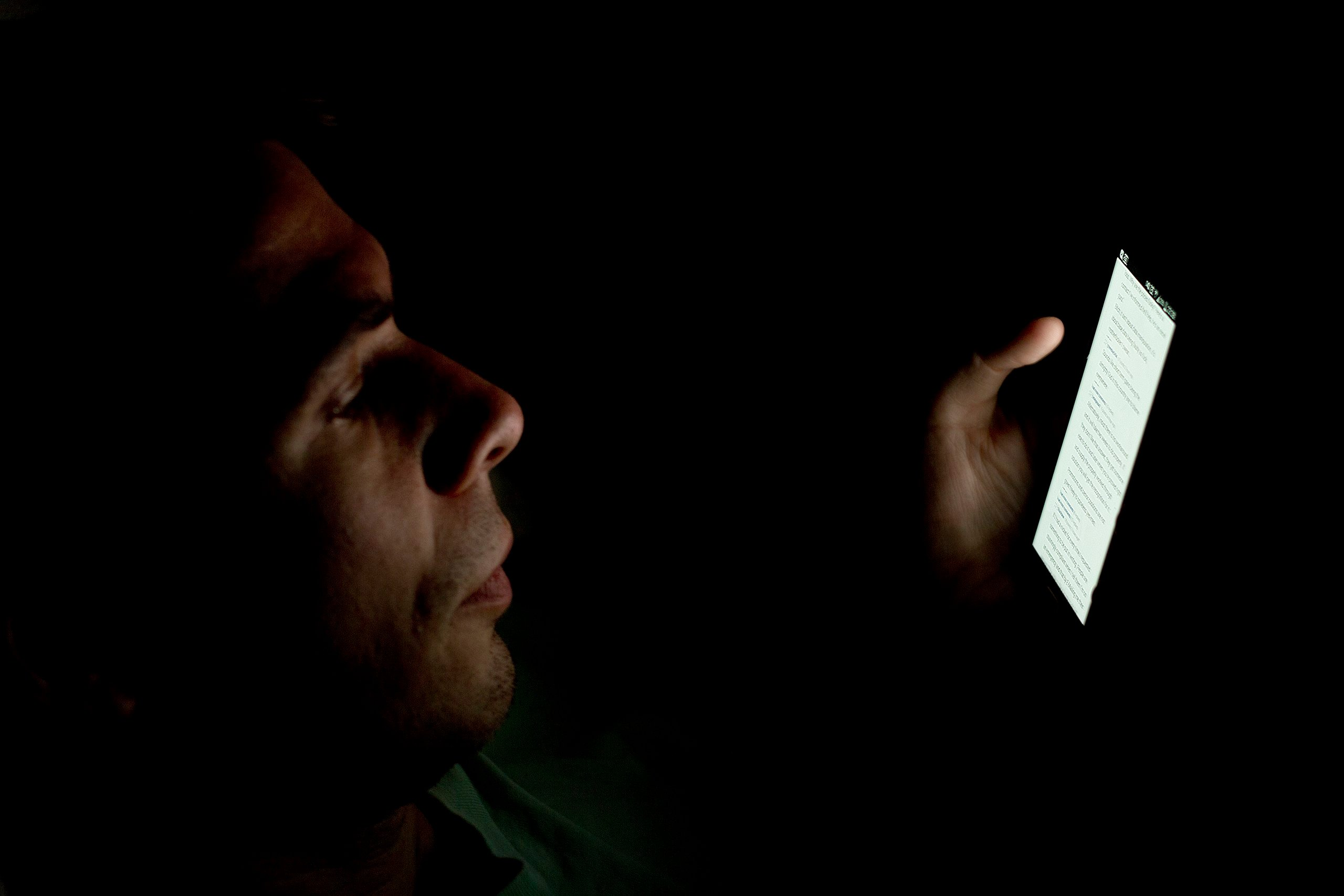 Blue Light Emitted From Digital Devices May Accelerate Blindness
