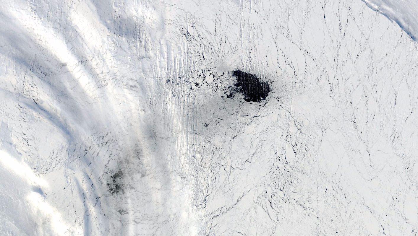 Mysterious Stretch Of Water in Antarctic Sea Ice Baffles Scientists
