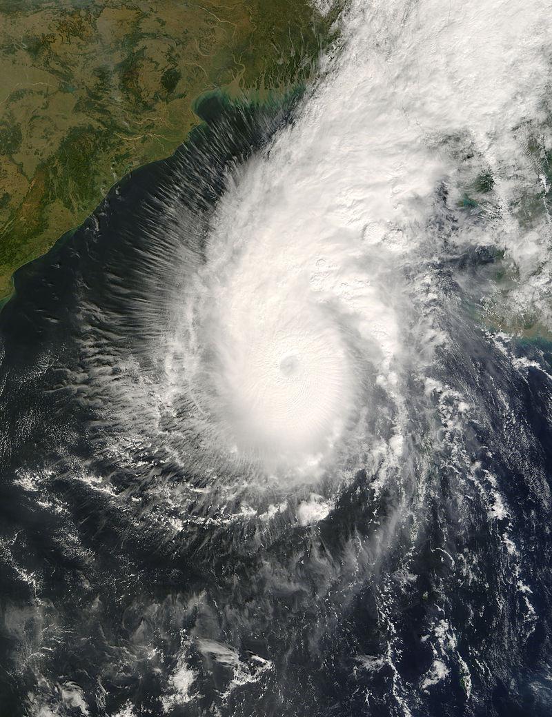 Cyclone Sidr hits Bangladesh