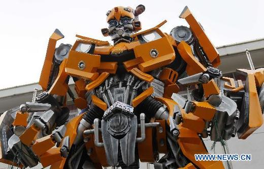 Eight-Ton BumbleBee Greets Fans At World's First Cybertron Conference In Shangai